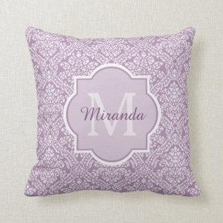 Monograma púrpura del damasco de la lavanda cojín decorativo