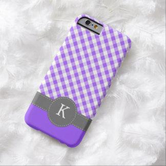 Monograma púrpura del modelo de la guinga funda de iPhone 6 barely there