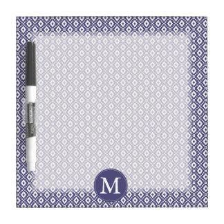 Monograma púrpura del modelo del diamante tableros blancos