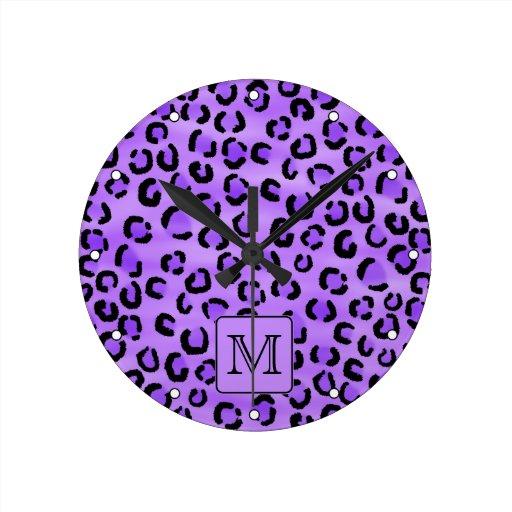 Monograma púrpura del personalizado del estampado  reloj redondo mediano