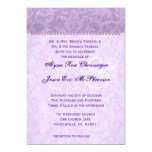Monograma púrpura pálido del damasco que casa D592 Invitación