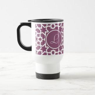 Monograma púrpura y mosaico geométrico de arabesco taza de viaje de acero inoxidable