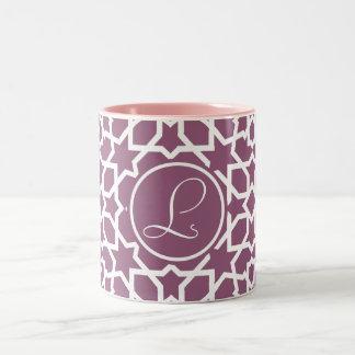 Monograma púrpura y mosaico geométrico de arabesco taza dos tonos
