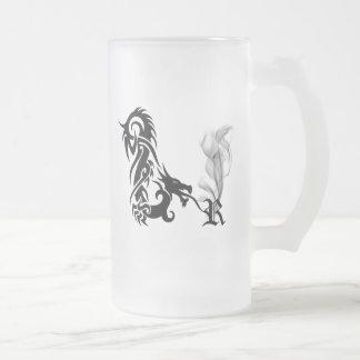Monograma R del dragón Taza
