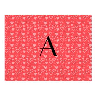 Monograma rojo claro de los corazones postal