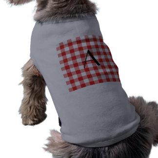 Monograma rojo del modelo de la guinga camiseta de perro