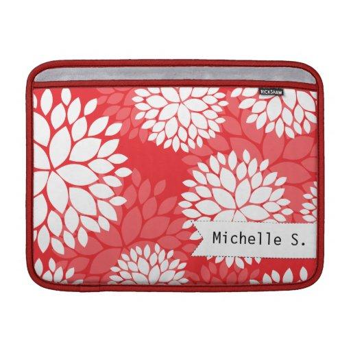 Monograma rojo elegante de las flores blancas fundas MacBook