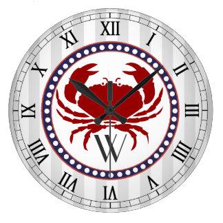 Monograma rojo náutico de las rayas del cangrejo y reloj redondo grande