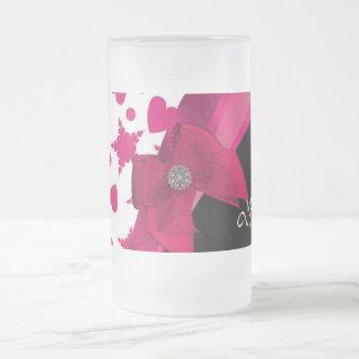 Monograma rojo y blanco modelado femenino bonito taza de cristal