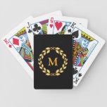 Monograma romano con hojas de oro adornado de la baraja cartas de poker