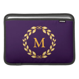Monograma romano con hojas de oro adornado de la fundas para macbook air