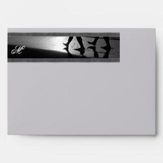 Monograma romántico del paseo en el gris de plata