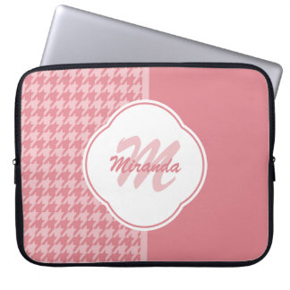 Monograma rosa claro femenino de Houndstooth con Fundas Computadoras