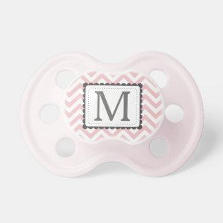 Monograma rosa claro y blanco del personalizado de chupetes de bebé