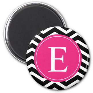 Monograma rosado brillante blanco negro de Chevron Imán Redondo 5 Cm