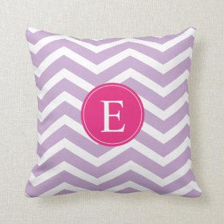 Monograma rosado brillante blanco púrpura de Chevr Almohada