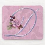 Monograma rosado D de los rosas Tapetes De Raton
