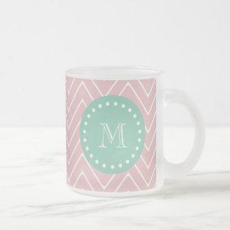 Monograma rosado de la verde menta del modelo el tazas