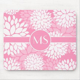 Monograma rosado de las flores blancas alfombrilla de raton