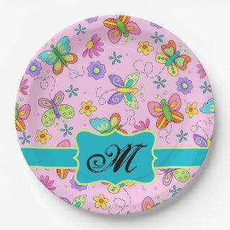Monograma rosado de las mariposas banales plato de papel de 9 pulgadas