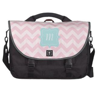 Monograma rosado del zigzag bolsas para portatil