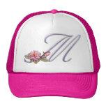 Monograma rosado M de los rosas Gorros Bordados
