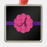 Monograma rosado negro de los rosas ornaments para arbol de navidad