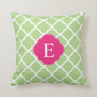 Monograma rosado verde de Quatrefoil Cojín