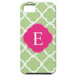 Monograma rosado verde de Quatrefoil iPhone 5 Cárcasa