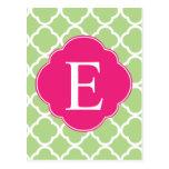 Monograma rosado verde de Quatrefoil Postales