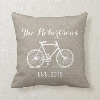 Monograma rústico del boda de la bicicleta del cojines