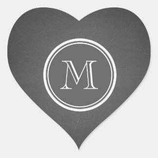 Monograma rústico del fondo de la pizarra pegatinas corazon personalizadas