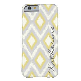 Monograma tribal gris y amarillo de Ikat Chevron Funda De iPhone 6 Barely There