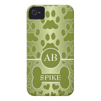 monograma verde de las patas del perro del hueso d iPhone 4 Case-Mate carcasa