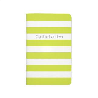Monograma verde de las rayas de la pera cuadernos grapados