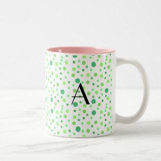 Monograma verde de los lunares tazas de café