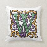 Monograma verde medieval elegante de la letra W Almohada