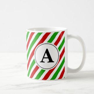 Monograma verde rojo del navidad de la raya taza de café
