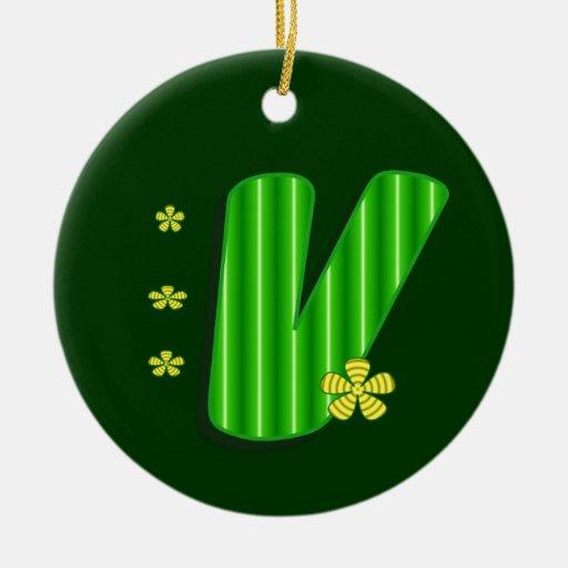 monograma verde v adorno navideño redondo de cerámica
