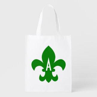 Monograma verde y blanco de la flor de lis bolsas de la compra