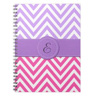 Monograma - zigzag Chevron - púrpura blanca rosa