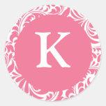 Monogramas blancos rosados Invi del tema del boda Pegatinas Redondas