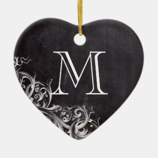 monogramas elegantes lamentables de la pizarra del adorno de cerámica en forma de corazón