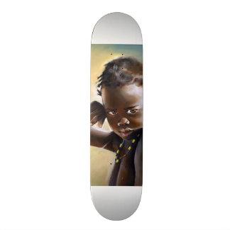 Monopatín africano del verano del niño