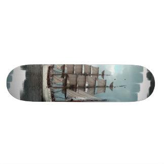 Monopatín alto magnífico de la nave patinetas personalizadas