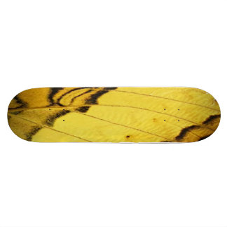 Monopatín amarillo del arte del ala de la mariposa