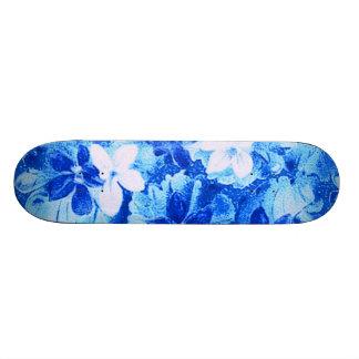 Monopatín azul brillante de las violetas del vinta