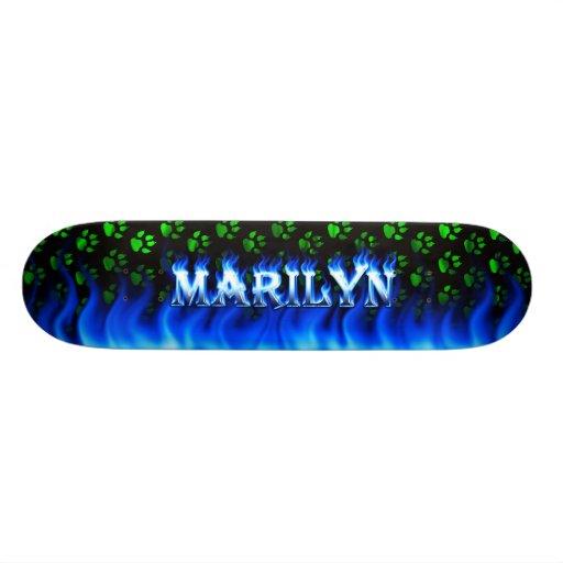 Monopatín azul de Skatersollie del fuego de Marily