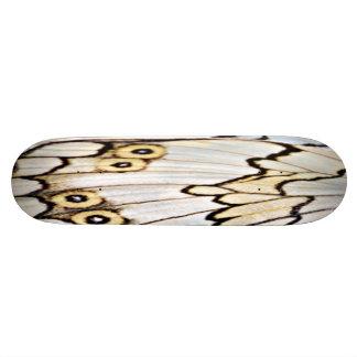Monopatín beige del arte del ala de la mariposa -