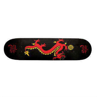 Monopatín chino rojo del dragón